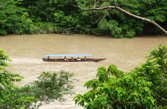 Ilyen csónakkal utazunk mi is fél órát a Rio Napón