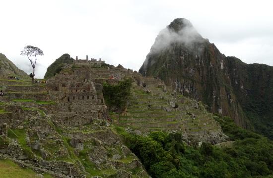 A Machu Picchut nem 'macsu picsunak', hanem 'macsu pikcsunak' kell ejteni, jelentése quechuául: öreg hegy