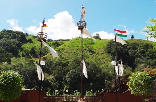 Magyar zászló lobog Pozuzo főterén