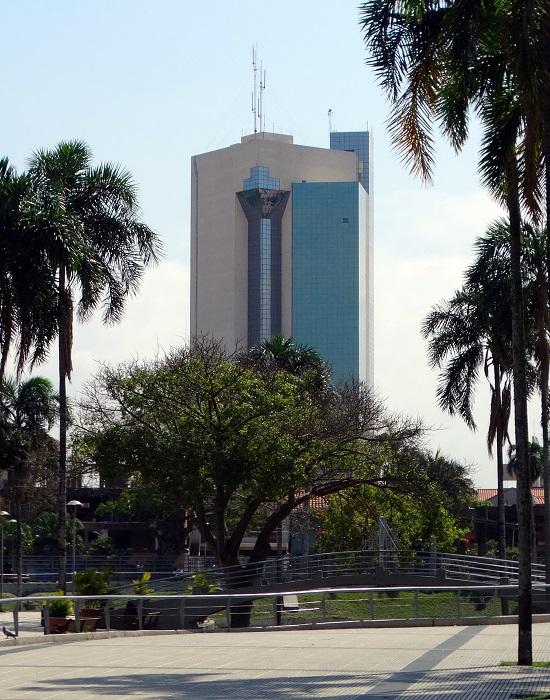 Az első toronyházak egyike