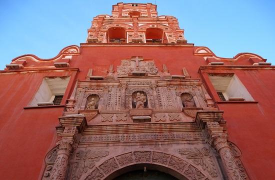 Egyik a sok templom közül