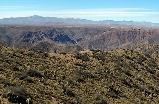 Azokon a hegyeken túl van Tarija
