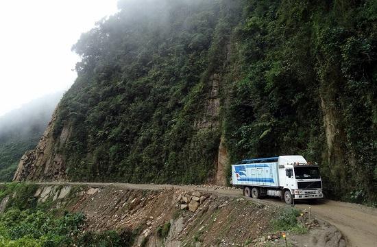 Ez a kép még a Yungason készült - na, ennél százszor rosszabb az út Villamontesbe