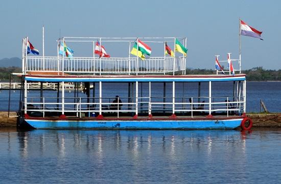 Magyar zászló egy paraguayi hajón