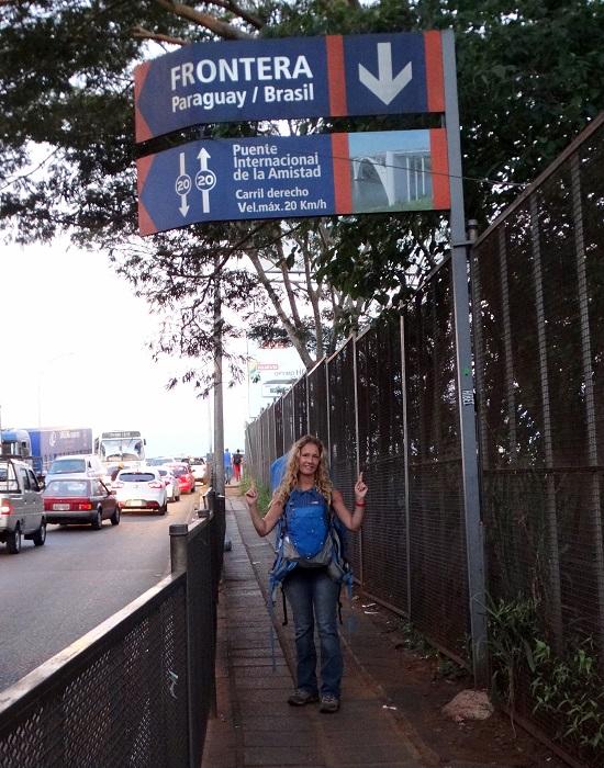 Átkelünk a paraguayi-btazil határon