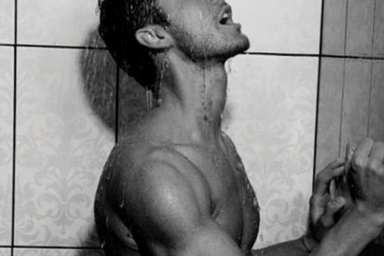 vágy vágyakozás fojtogatás medence könny csók szexpázsit Milán book