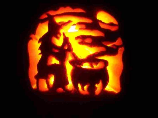 A világ érdekes ünnep hagyomány halloween kelta római keresztény mindenszentek halottak napja samhain