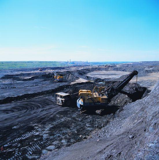 Olajhomok-bánya a kanadai tundrán
