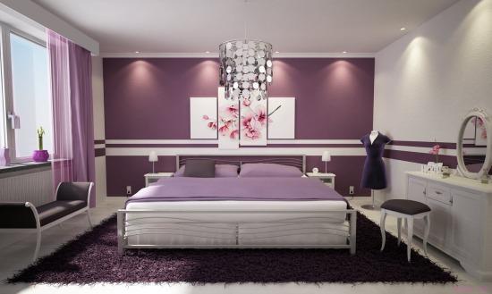 Lila falak a szobában - otthonos
