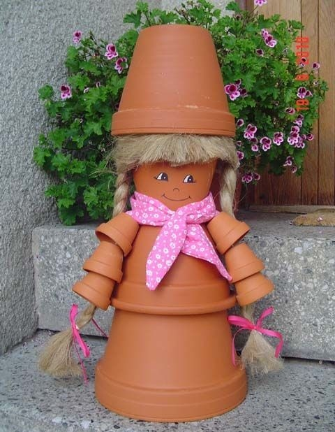 DIY-garden-decorations-clay-pots-diffrent-sizes-doll.jpg