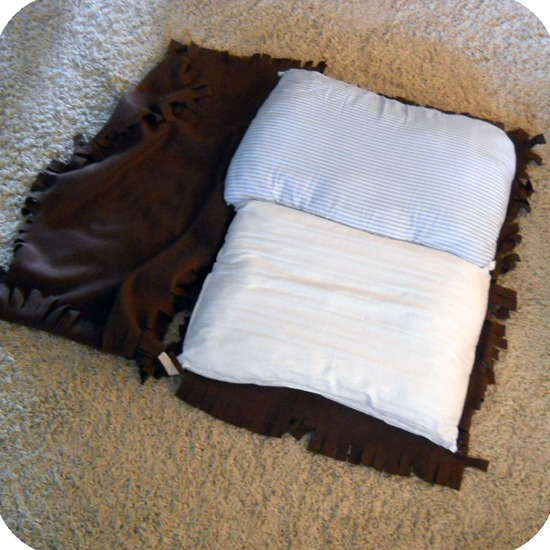 DIY-No-Sew-Dog-Bed-6.jpg