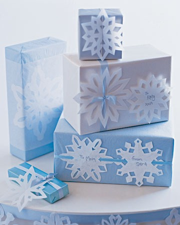 mslkids120_hol02_snowflake_presents_xl.jpg