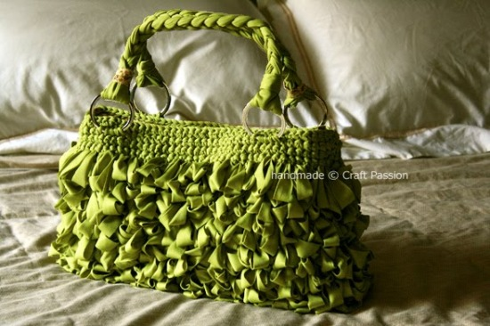 loop-green-bag-on-bed.jpg