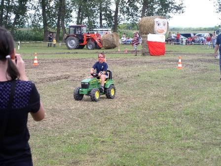 traktorgyerek.JPG