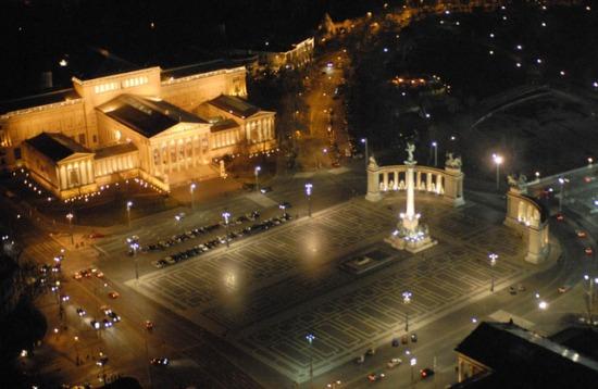 Hősök tere Budapesten a Szépművészeti Múzeummal
