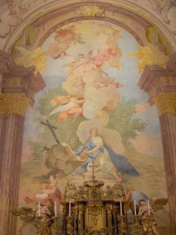 Mária Magdolna templom főoltár háttérképpel