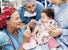 műtét altatás anesztézia szülő jelenléte gyermek kórház kutatás