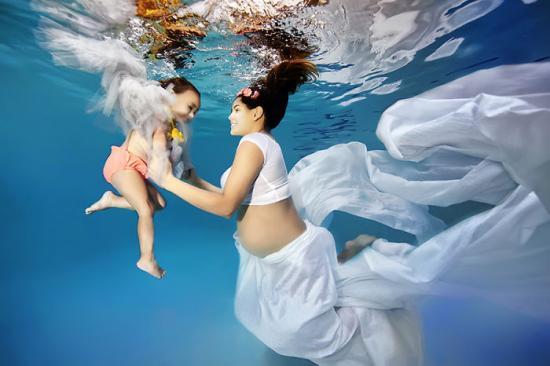 terhesség terhesség anya pocak pocakfotók ultrahang baba homeopátia képek terhesség terhes várandós kismama víz alatti terhesfotók adam opris