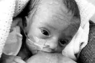 Facebook koraszülött csecsemő meztelen fotók szoptatás
