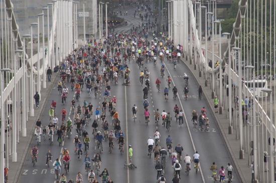 Critical Mass Magyar Kerékpárosklub Budapest kerékpár városi életmód