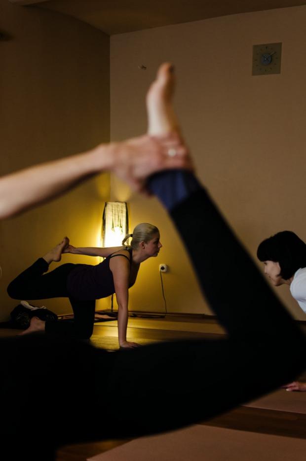 sport jóga Földön