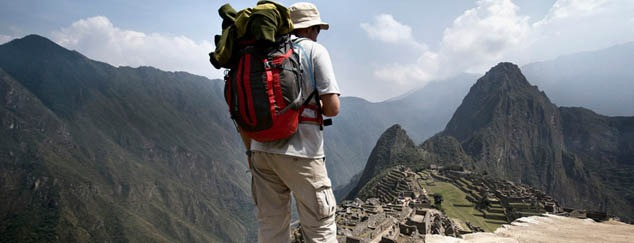 peru-machu-picchu-traveller-standing-backpack-leo-tamburri-2010-igp7136-derivative-lg-rgb.jpg
